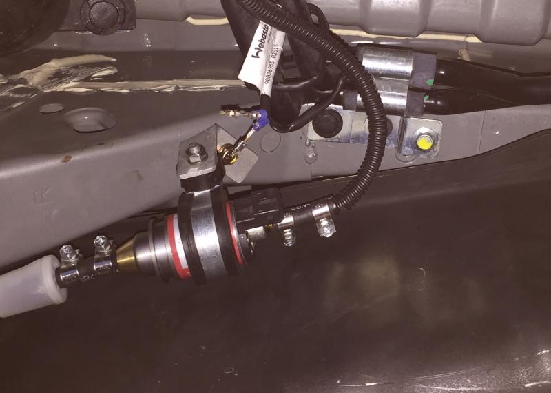 ライトエースにベバストFFヒーターを取り付け燃料ポンプ