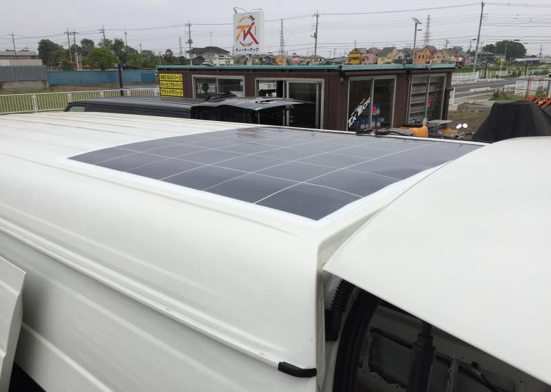 新車ハイエース薄型にソーラーパネル搭載
