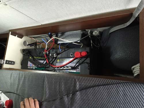 バッテリーを載せて電気配線の組み直しをしました