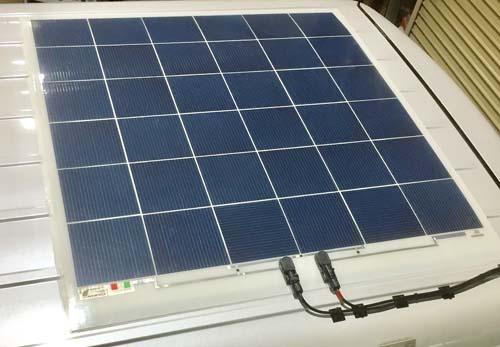 薄型ソーラーパネル ハイルーフ車に取り付け