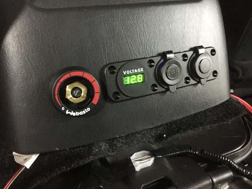 ボルテージメーター・シガードソケット・USBポート