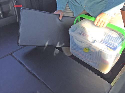 ベットキットシンプルタイプはパーツが小さいので荷物が取り出しやすい