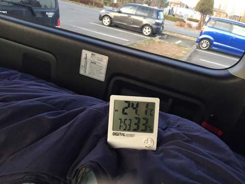 朝のハイエース車内の温度と湿度